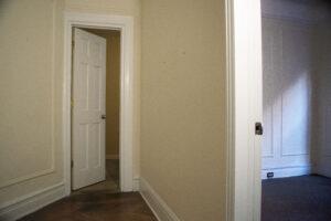 74th & Lex 1C hallway